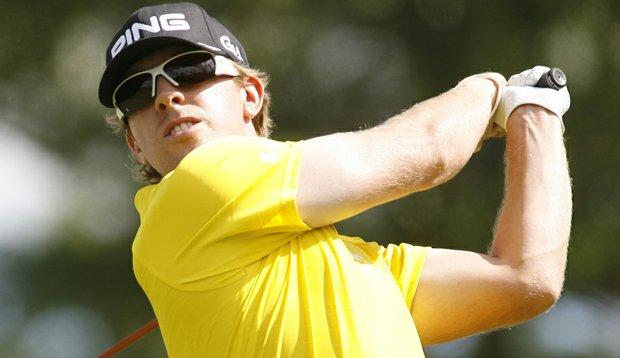 Hunter Mahan followed a second-round 68 at Cog Hill with a third-round 75.