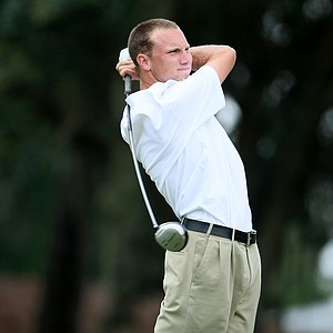 Justin Tereshko of Transylvania University watches his tee shot during the final round.