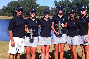 Alabama after winning the team title at the Tar Heel Invitational. From left, head coach Mic Potter, Brooke Pancake, Stephanie Meadow, Camilla Lennarth, Courtney Harter and Jennifer Kirby.
