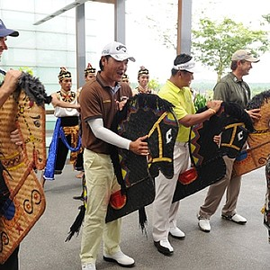 Padraig Harrington, Danny Chia, KJ Choi and Retief Goosen practice the Kuda Kepang traditional dance before the Iskandar Johor Open.