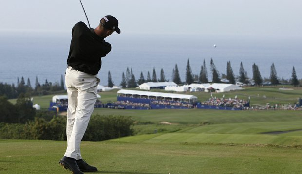 Geoff Ogilvy tees off on the 18th hole at Kapalua during the 2010 SBS Championship.