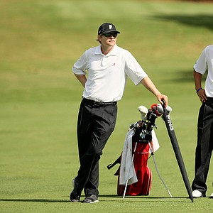 Alabama assistant coach Scott Limbaugh with freshman Bobby Wyatt at No. 8 during Round 2 of the Isleworth Collegiate.