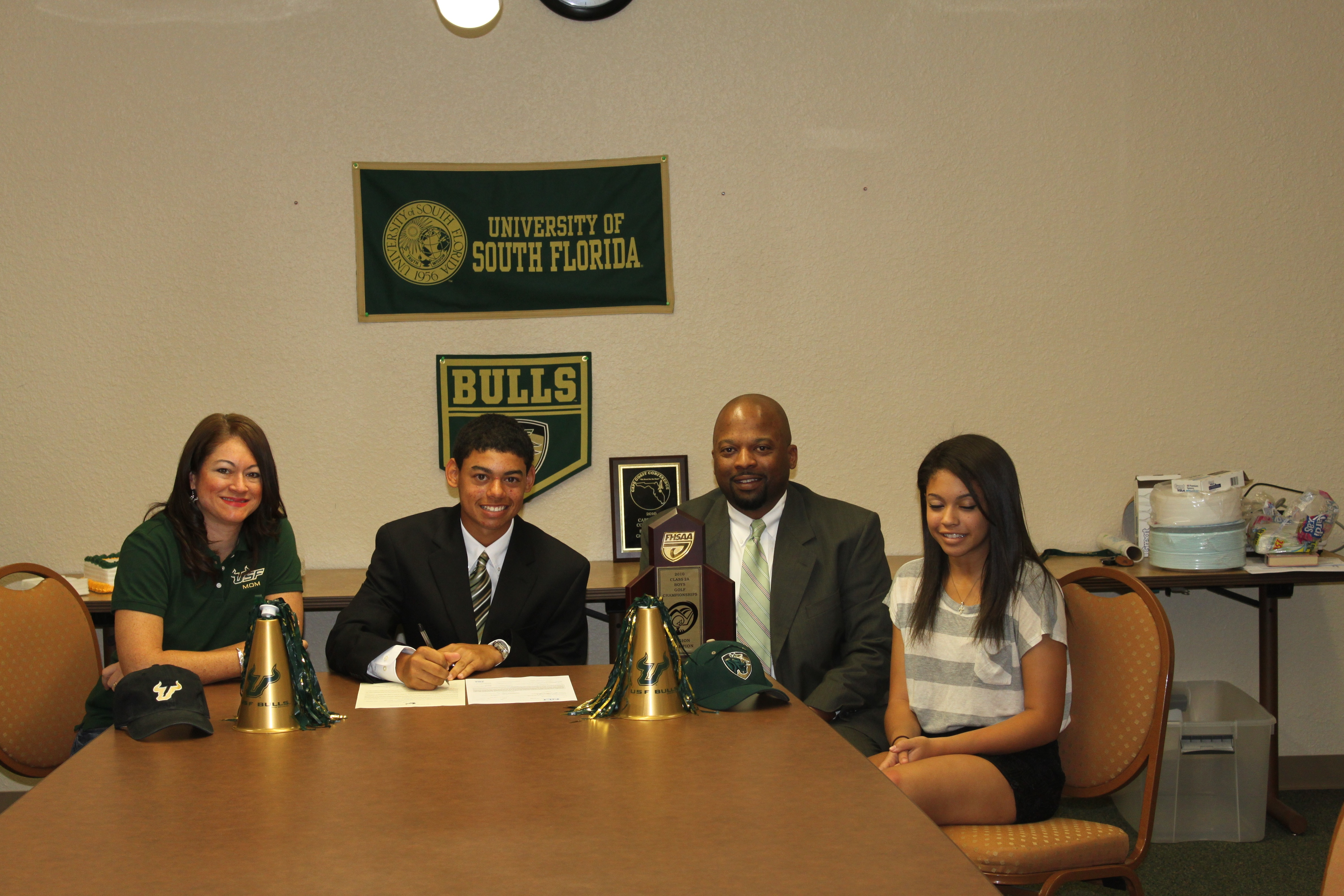 Trey Valentine signs with South Florida