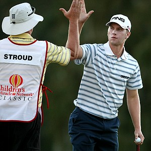 Chris Stroud makes birdie at No. 9 to go to 10-under and a three stroke lead.