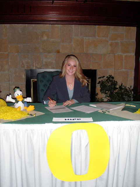 Cali Hipp signed with Oregon.