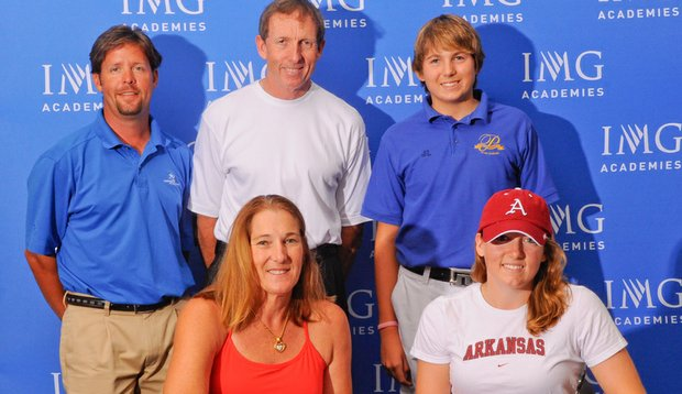Hally Leadbetter signed a National Letter of Intent during the IMG signing party.
