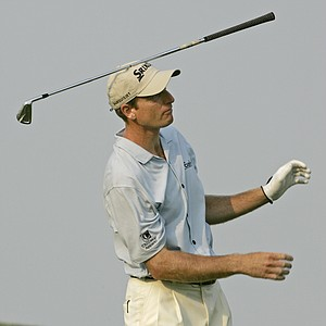 Jim Furyk balances an iron on his head after his shot on the 18th fairway during the final round of the 107th U.S. Open Golf Championship at the Oakmont Country Club in Oakmont, Pa., Sunday, June 17, 2007. Furyk finished the tournament 6-over-par 286.