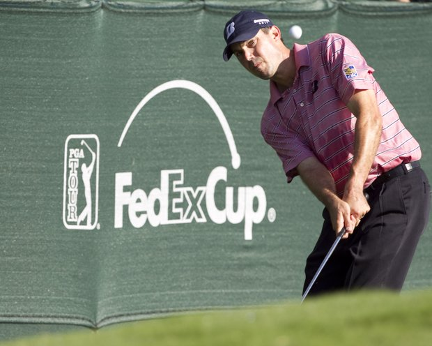 Matt Kuchar chips to the 18th green during the second round of the Sony Open golf tournament, Saturday, Jan. 15, 2011, in Honolulu.