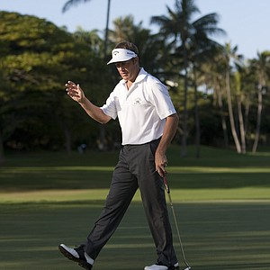 Stuart Appleby, of Australia, waves to the gallery after making a birdie putt on the 10th green during the third round of the Sony Open golf tournament, Sunday, Jan. 16, 2011, in Honolulu. Two rounds were scheduled to be played Sunday.