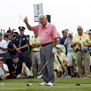 Arnold Palmer gives a thumbs up to the gallery before teeing off on the first hole of the Champions for Change Golf Challenge at Harbor Shores Golf Club in Benton Harbor, Mich., Aug. 10, 2010.