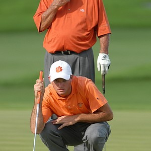 Arnold Palmer, standing, and his grandson Sam Saunders line up their putt on the 18th hole during the second day of the Del Webb Father/Son Challenge in Orlando, Fla., Dec. 2, 2007. They finished the event with a two-round score of 18-under-par 126.