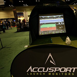 Accusport VectorX: This simulator uses two images of the ball shortly after impact to provide important data, displaying that information in an easy-to-understand dashboard format on the screen.