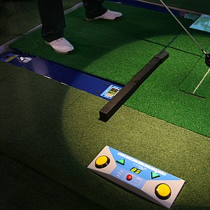 X Golf i2: The auto-adjusting floor includes sensors and an automatic teeing function that doesn't require bending over to tee the ball.