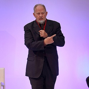 "Dave Pelz talked about his book, ""Golf Without Fear,"" Thursday at the PGA Merchandise Show."