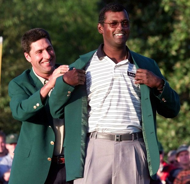 AUGUSTA, : 1999 Masters Champion Jose Maria Olazabal (L) of Spain helps 2000 Champion Vijay Singh of Fiji into the green jacket after Singh won the Masters Golf Tournament 09 April, 2000 at Augusta National Golf Club in Augusta, GA. Singh finished ten under par to win the event.