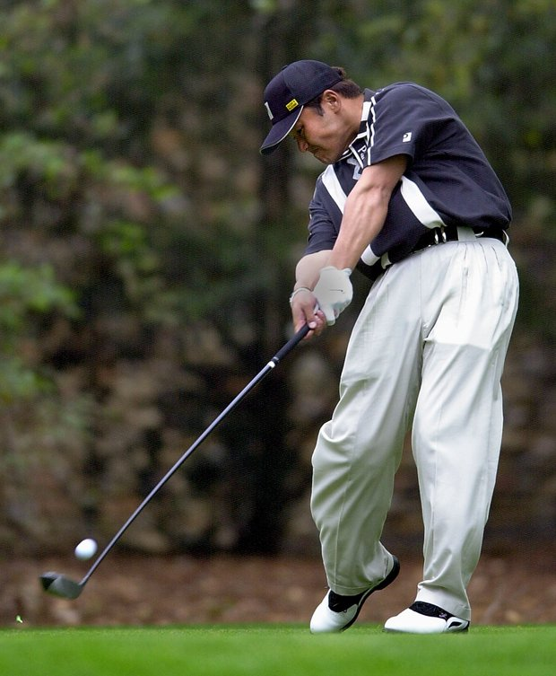 AUGUSTA, : Shigeki Maruyama of Japan hits his drive on the 2nd hole 05 April 2001, during the opening round of the 2001 Masters Golf Tournament at the Augusta National Golf Club in Augusta, Georgia.