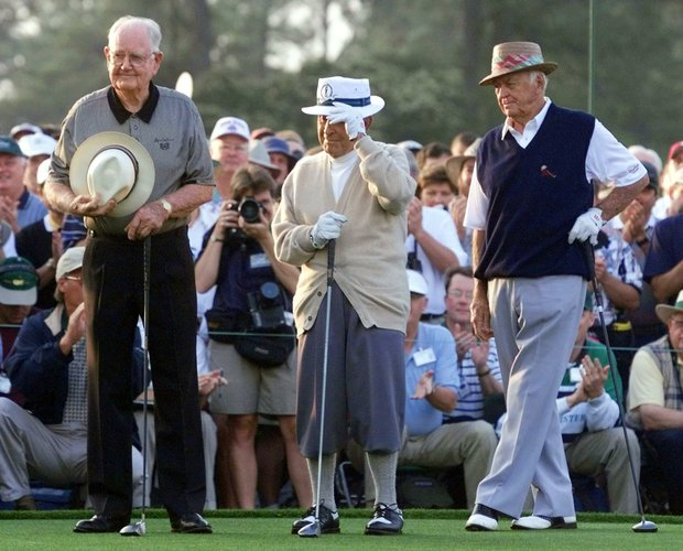AUGUSTA, : In this 08 April 1999 file photo, golf legend Gene Sarazen (C) tips his hat as Byron Nelson (L) and Sam Snead (R) look on 08 April 1999 before acting as honorary starters for the first round of the Masters golf tournament at the Augusta National Golf Club in Augusta, GA.