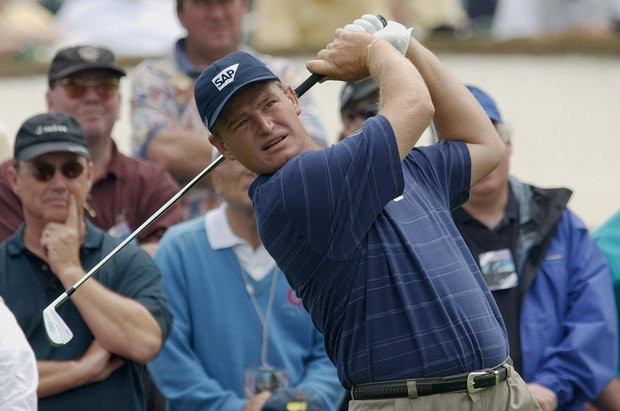 Ernie Els of South Africa watches his tee shot from the 4th tee during 1st round action of The Masters golf tournament at Augusta National golf club 08 April 2004, in Augusta, Georgia. Els made a par on the hole.