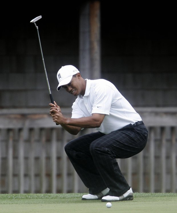 Tiger Woods of the US reacts to missing his par putt during the 1st round of the 2005 Masters Golf Tournament 07 April 2005 at the Augusta National Golf Club in Augusta, Ga.
