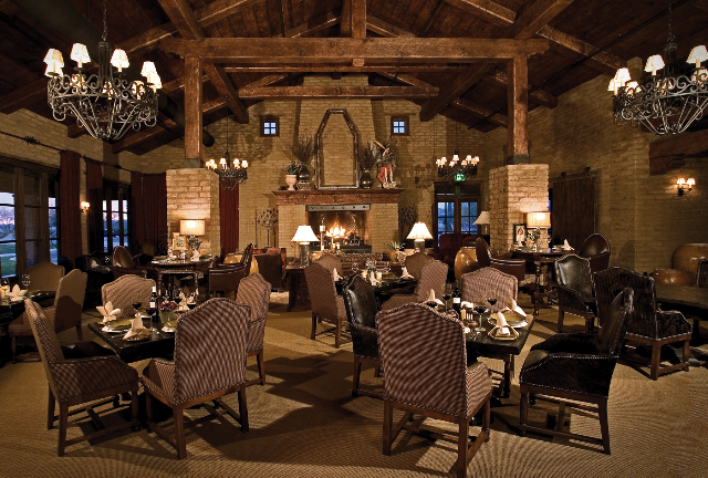 The dining room at Golf Club Scottsdale