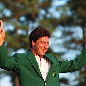JOSE MARIA OLAZABAL OF SPAIN LIFTS HIS ARMS IN VICTORIOUS POSE AFTER WINNING HIS FIRST GREEN JACKET AND FIRST MAJOR AFTER BEATING TOM LEHMAN IN THE FINAL ROUND OF THE US MASTERS AT THE AUGUSTA NATIONAL CLUB IN GEORGIA.