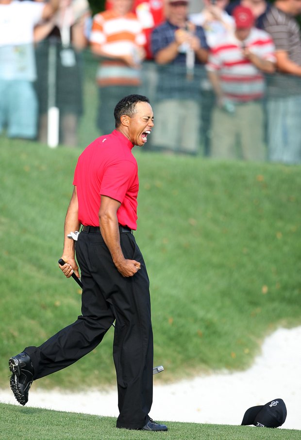 Tiger Woods sinks a birdie putt to win the Arnold Palmer Invitational at Bay Hill, Sunday, March 16, 2008.