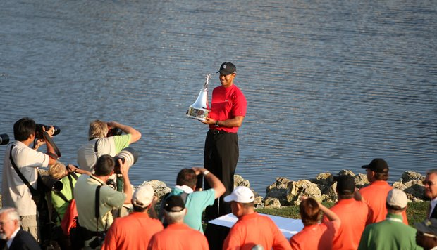 Tiger Woods hoists the Arnold Palmer Invitational trophy on the 18th green at Bay Hill, Sunday, March 16, 2008.