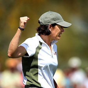 Juli Inkster hovered near the top of the leaderboard during the first round of the RR Donnelley LPGA Founders Cup after a 68.