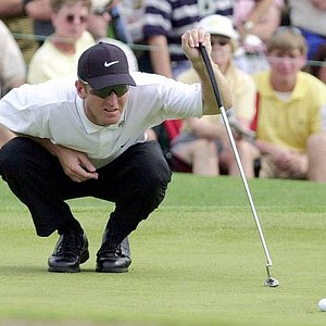 David Duval lines up a putt on the ninth hole during the final round of the 2001 Masters.