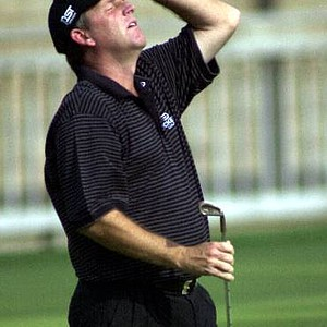 Mark Calcavecchia after he missed a birdie on the 12th hole during the final round of the 2001 Masters.