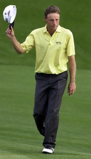 Bernhard Langer tips his cap to the gallery as he walks to the 18th green during the final round of the 2001 Masters.