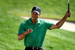 Tiger Woods makes birdie at No. 18 during Round 2 of the Arnold Palmer Invitational at Bay Hill Club & Lodge.