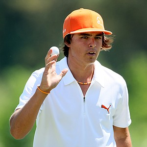 Rickie Fowler makes birdie at No. 6 on Friday.