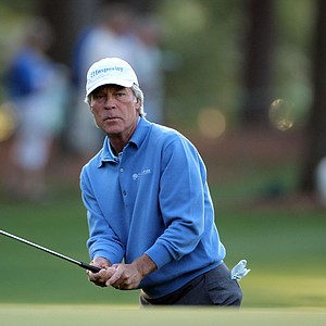 Ben Crenshaw watches his chip shot on the first hole during the first round of the 2011 Masters Tournament at Augusta National Golf Club on April 7, 2011 in Augusta, Georgia.