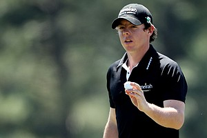 Rory McIlory waves to the gallery on the 17th green during the first round of the 2011 Masters.