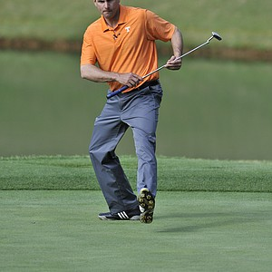 Tennessee coach Derek Dooley watches a birdie attempt at the Chick-fil-A Bowl Challenge in Greensboro, Ga.