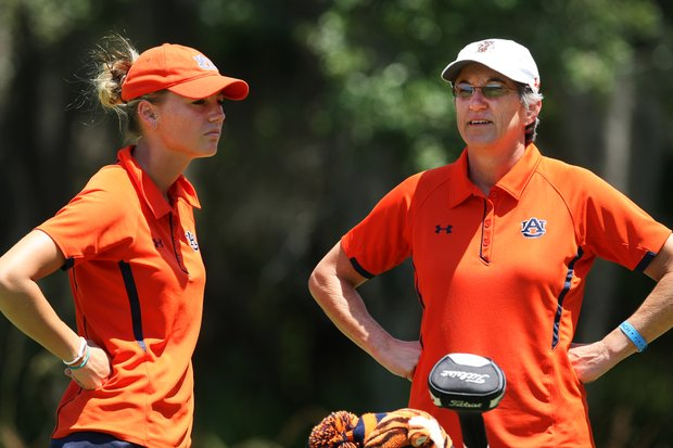 Auburn's Carlie Yadloczky with head coach Kim Evans at the beginning of the final round.