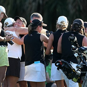 Vanderbilt's Megan Grehan gets a hug from her teammates after making birdie in the team playoff for the 8th spot to advance to the NCAA Championship.
