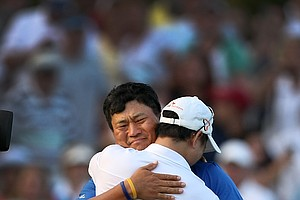 K.J. Choi hugs his manager, Michael Yim after defeating David Toms in a playoff at No. 17.