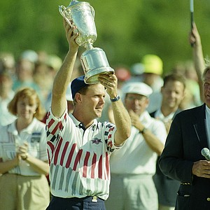Payne Stewart holds up the winner's trophy after capturing the U.S. Open Golf Championship at Hazeltine in Chaska, Minn., Monday, June 17, 1991 in a playoff against Scott Simpson.