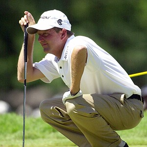 Mark Brooks lines up a putt on the second hole during the final round of the U.S. Open at Southern Hills Country Club in Tulsa, Okla., Sunday, June 17, 2001.