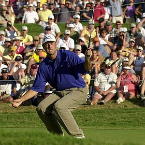 Stewart Cink reacts as his par attempt on the 18th green misses the cup at Southern Hills Country Club during the final round of the U.S. Open, Sunday, June 17, 2001, in Tulsa, Okla. Retief Goosen will face Mark Brooks in a playoff on Monday.