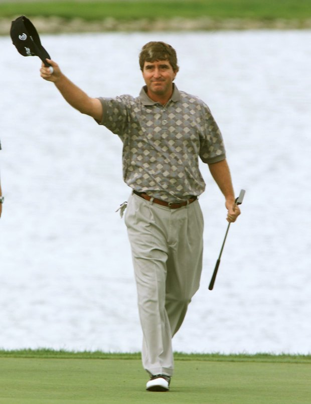 Gene Sauers waves to the crowd after sinking his final putt to win the Air Canada Championship in Surrey, British Columbia, Sunday, Sept. 1, 2002. Sauers shot a fifteen under par 267 for his third tour victory and first since 1989 .