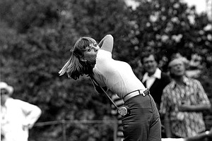 Australian Jan Stephenson, of La Quinta, Ca., eyes her shot on the 18th hole of the Hazeltine National Golf Club in Chaska, Minn., Saturday, July 23, 1977. Stephenson finished with a par 72 and goes onto Sunday's finals of the U.S. Women's Open one stroke off the pace set by leader Hollis Stacy.