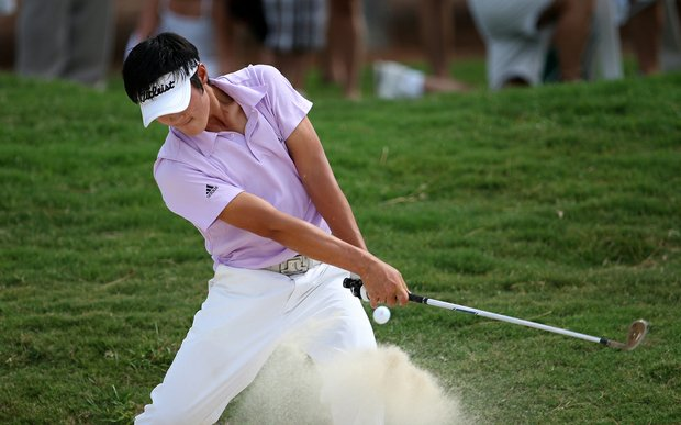 Danny Lee hits a bunker shot at the 13th during Sunday's final match of the 2008 U.S. Amateur.