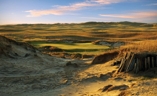 The No. 7 green on the Dunes Course at The Prairie Club