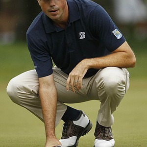 Matt Kuchar lines up his putt on the first green during the first round of the U.S. Open Championship golf tournament in Bethesda, Md., Thursday, June 16, 2011.