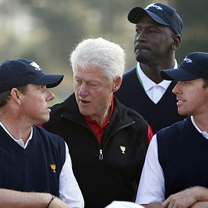 Former United States President Bill Clinton, second from left, joins U.S. team members Justin Leonard, left, Hunter Mahan, right, and captain's assistant Michael Jordan during a team photo session at the Presidents Cup golf competition Tuesday, Oct. 6, 2009, in San Francisco.