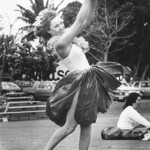 Jan Stephenson, barefoot in Hawaiian leaf skirt ensemble, is shown during a practice round in the Women's Kemper Open at the Royal Kaanapali North club, Maui, Hawaii, Wednesday, March 25, 1982.
