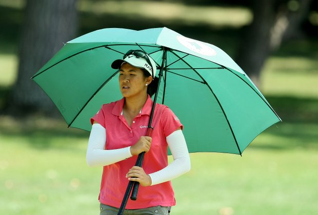 Yueer Cindy Feng shades herself during the intense heat in the Round of 64. Feng advanced to Round of 16 by defeating Mariko Tumangan.